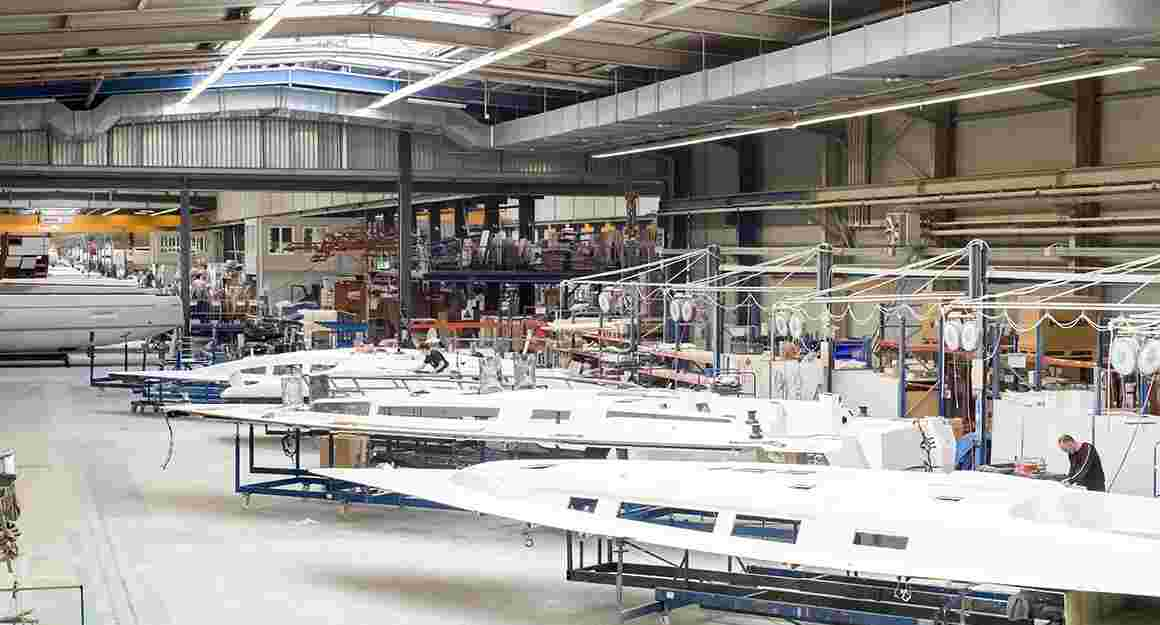 View into one hall of BAVARIA YACHTS' shipyard.
