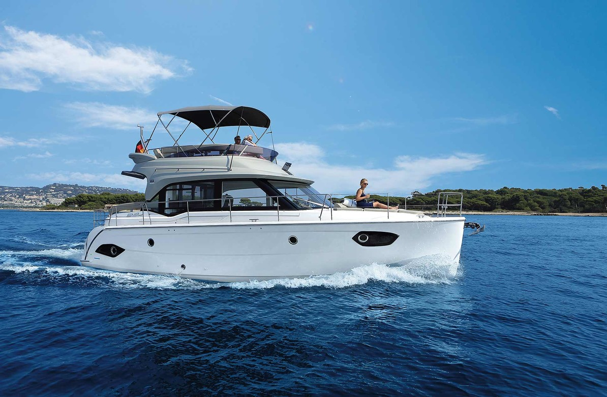 Fascinating Flybridge The Perfect Combination Of Luxury And Powerful Drive Dynamics