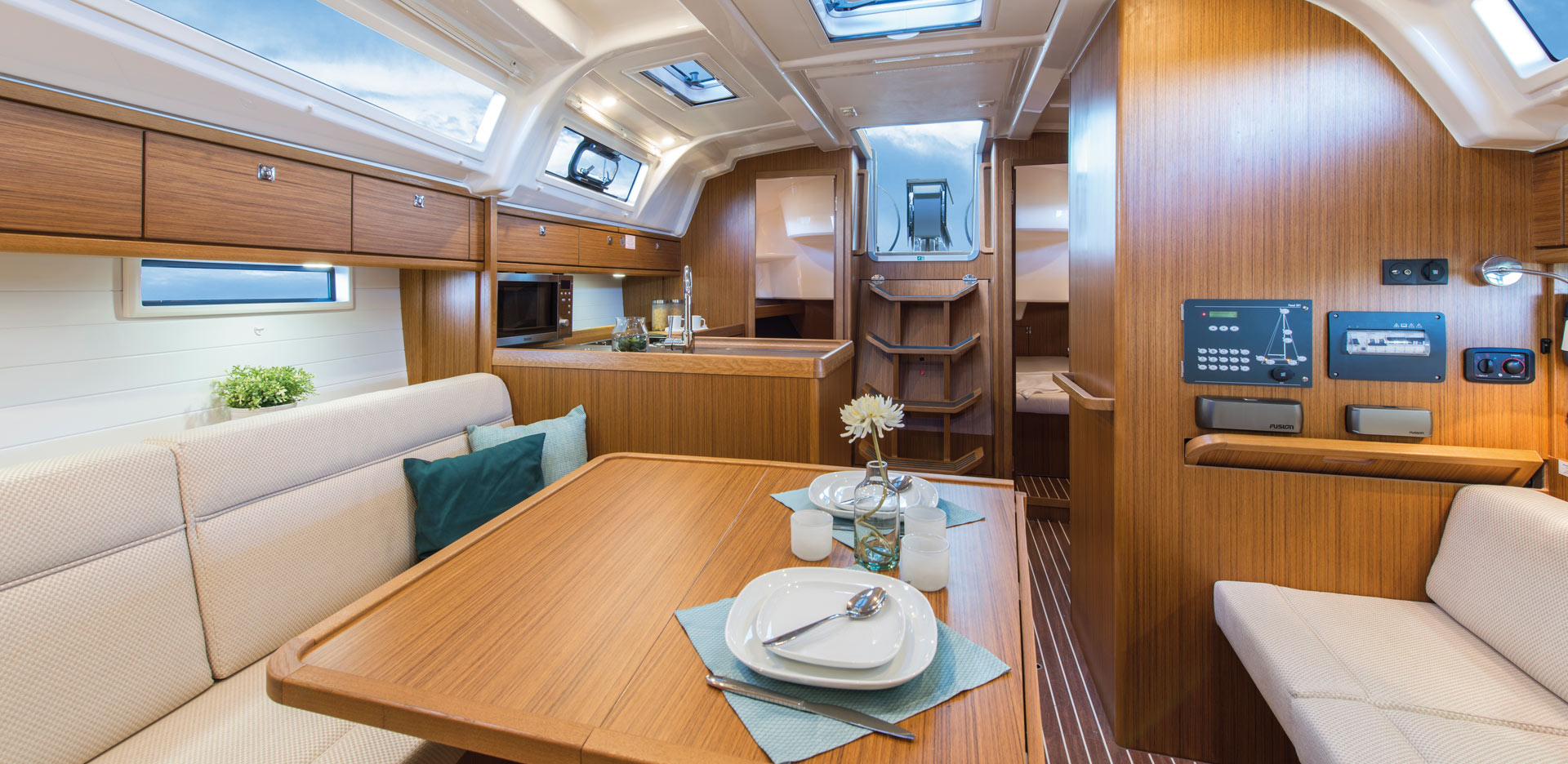 Segelyacht innen  CRUISER 37 | Highlights